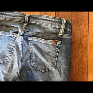 JOES SIZE 25 BLUE JEANS WITH RIPS